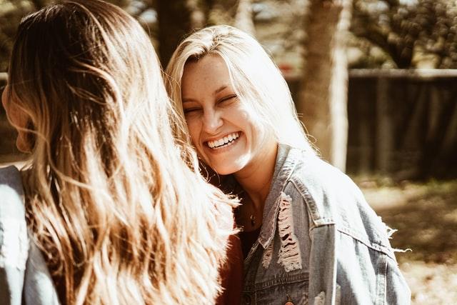 笑顔の女の人