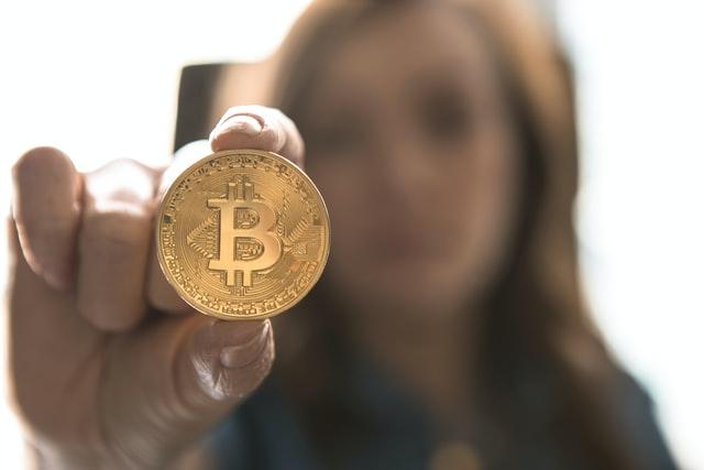 ビットコインと女性