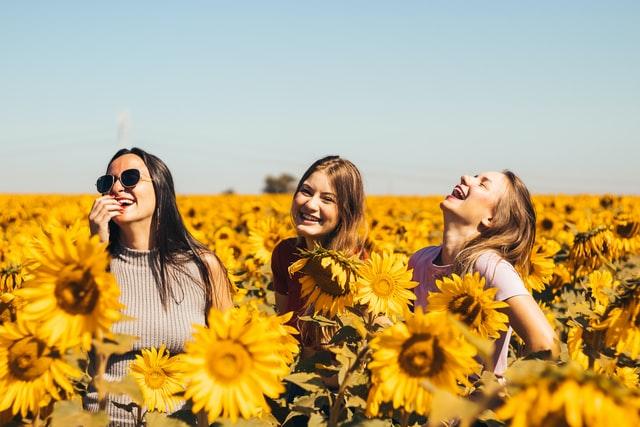 笑顔の女の人たち